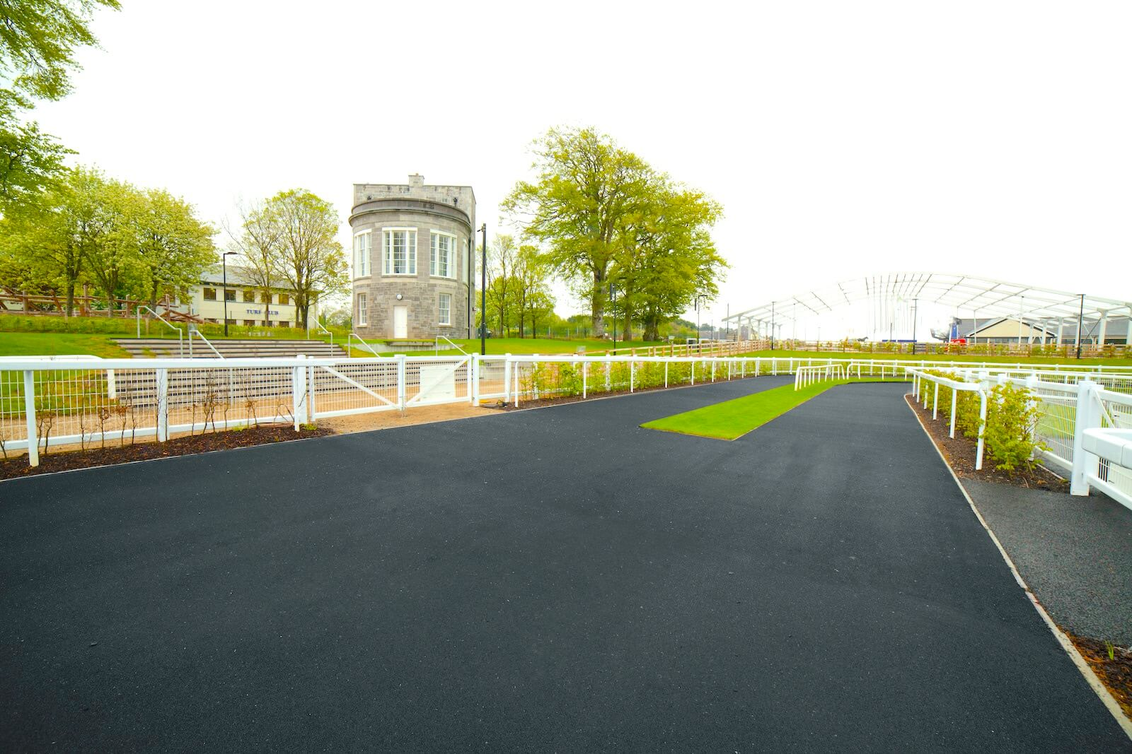 Walkways, Washbays & Parade Rings 18 Wetpour easyfix equine
