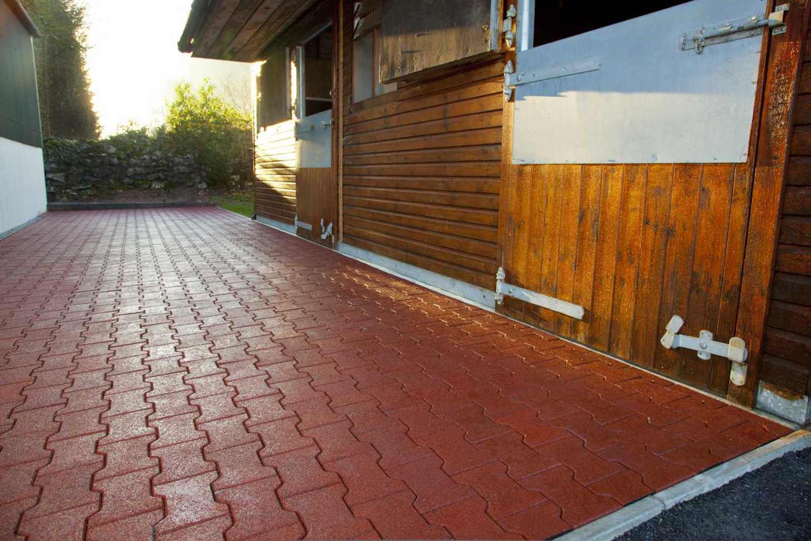 Walkways, Washbays & Parade Rings 14 easyfix equine cobblesoft6