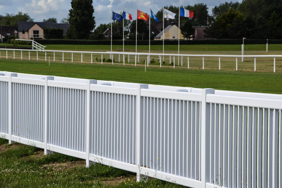 PVC Fencing Solutions 22 easyfix equine crowd barrier3