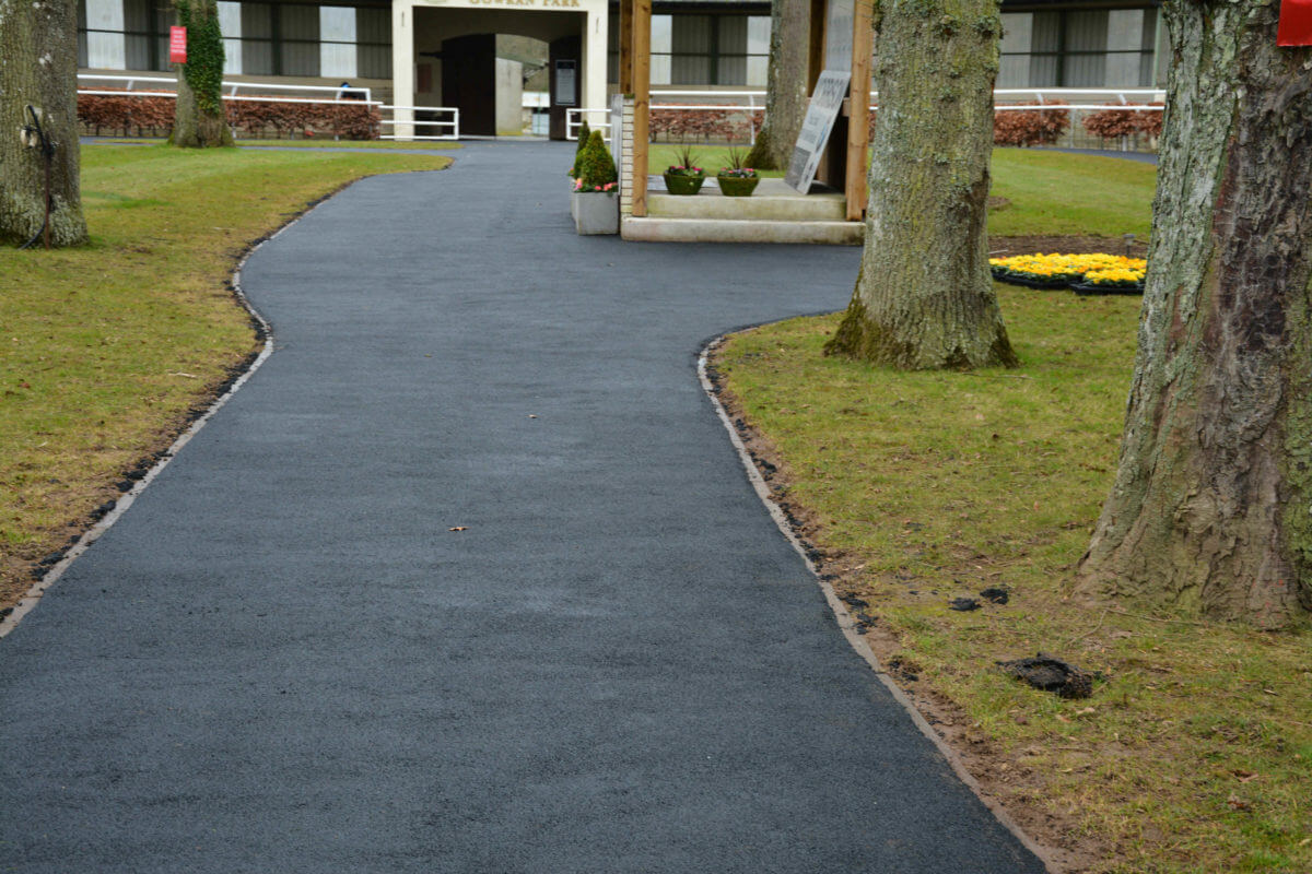 Walkways, Washbays & Parade Rings 20 easyfix equine wetpour6
